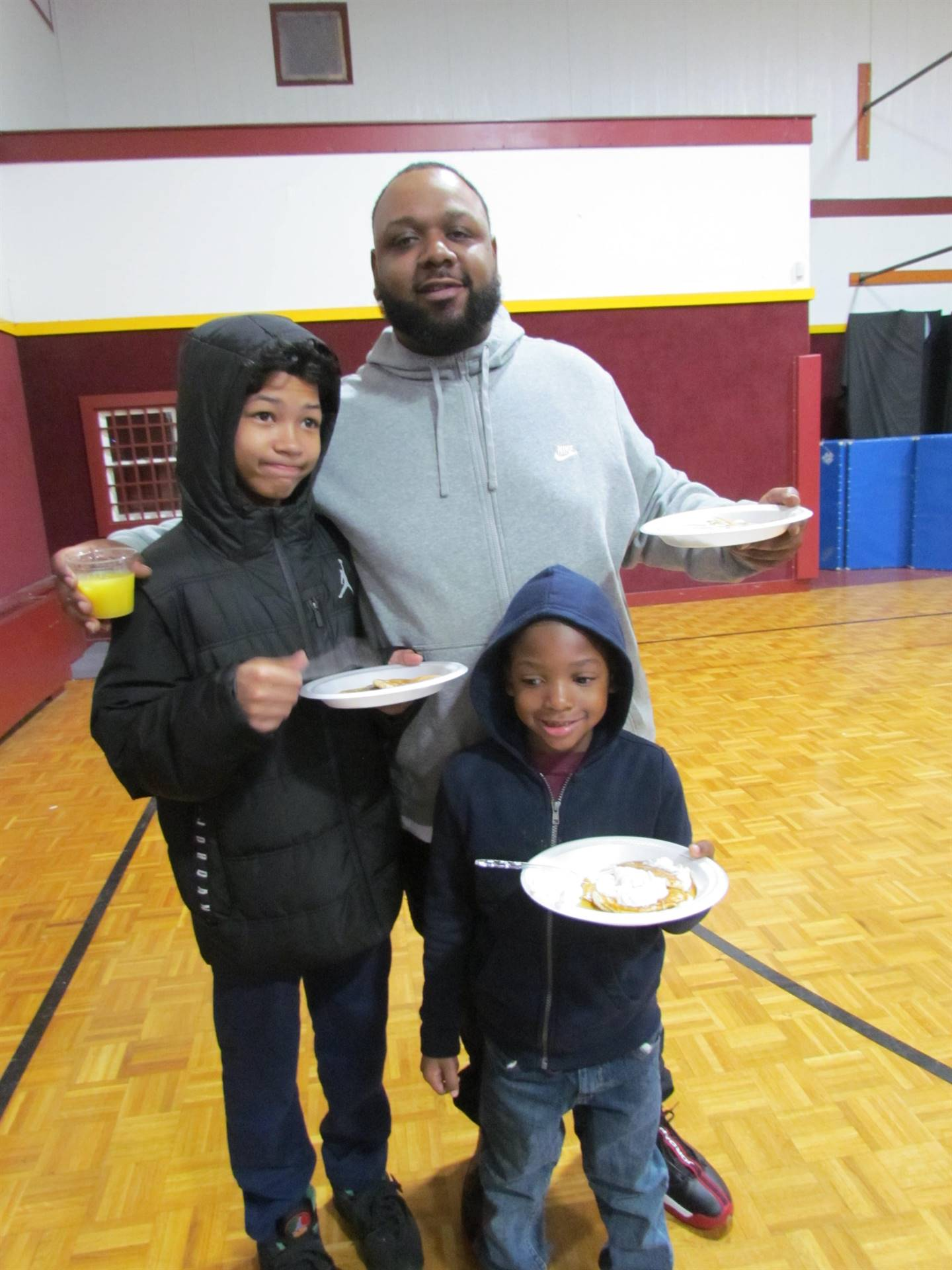 dad with 2 kids and pancakes