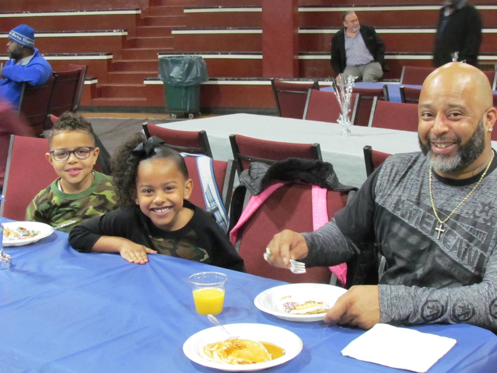 dad and 2 kids at table